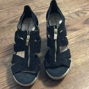 Black espadrilles with gold zipper